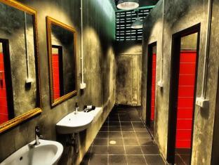 Karon Living Room Hotel Puketas - Vonios kambarys