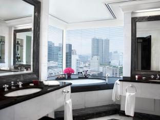 The Peninsula Hong Kong Hong Kong - Bathroom at Grand Deluxe Harbour View Suite