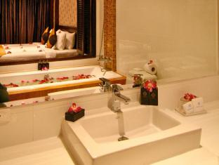 라야부리 호텔 파통 푸켓 - 화장실