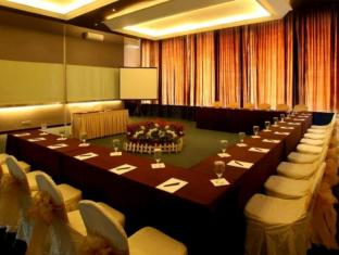 Mikie Holiday Resort Berastagi - Meeting Room