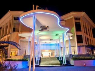 Mikie Holiday Resort Berastagi - Exterior