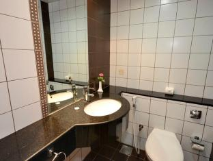 Grand Midwest Hotel Apartments Dubai - Bathroom