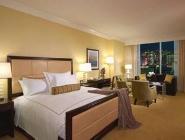 nadstandardna soba, soba z veliko zakonsko posteljo, pogled na Strip