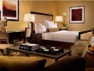 Luksuzna soba z 1 veliko zakonsko posteljo, pogled na mesto