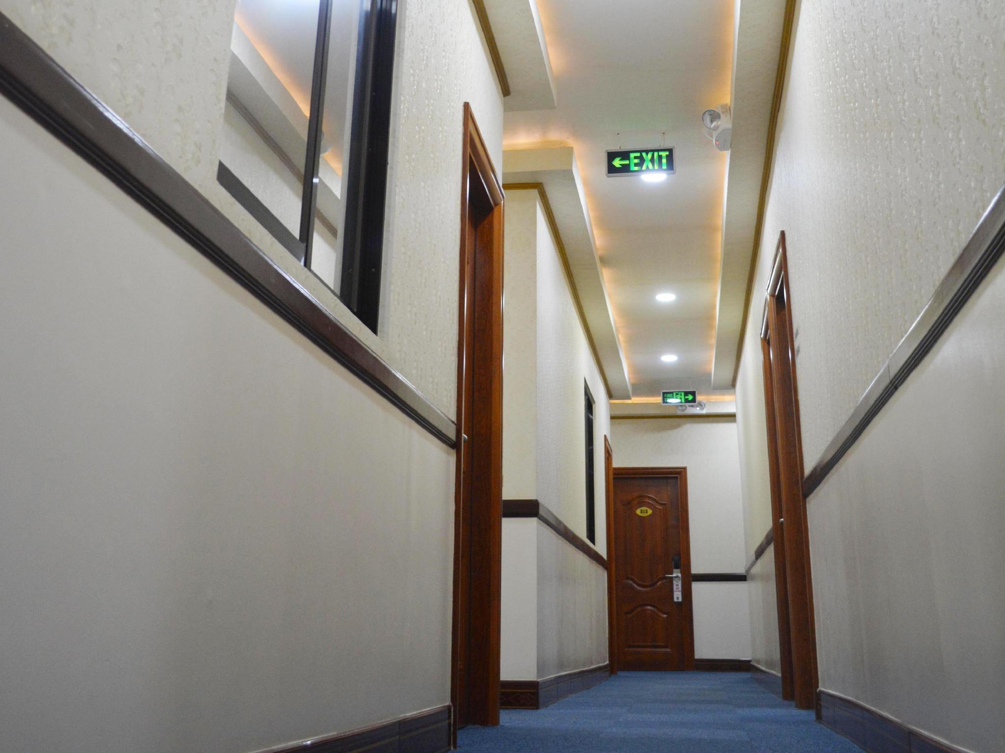 999 ホテル8