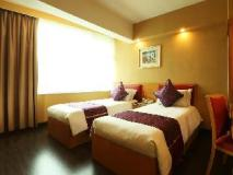 Imperial Hotel: guest room