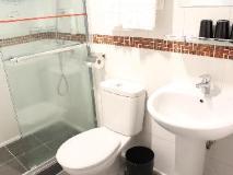 Imperial Hotel: bathroom