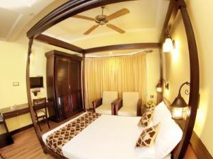 Travancore Court Hotel Kochi - Bathroom