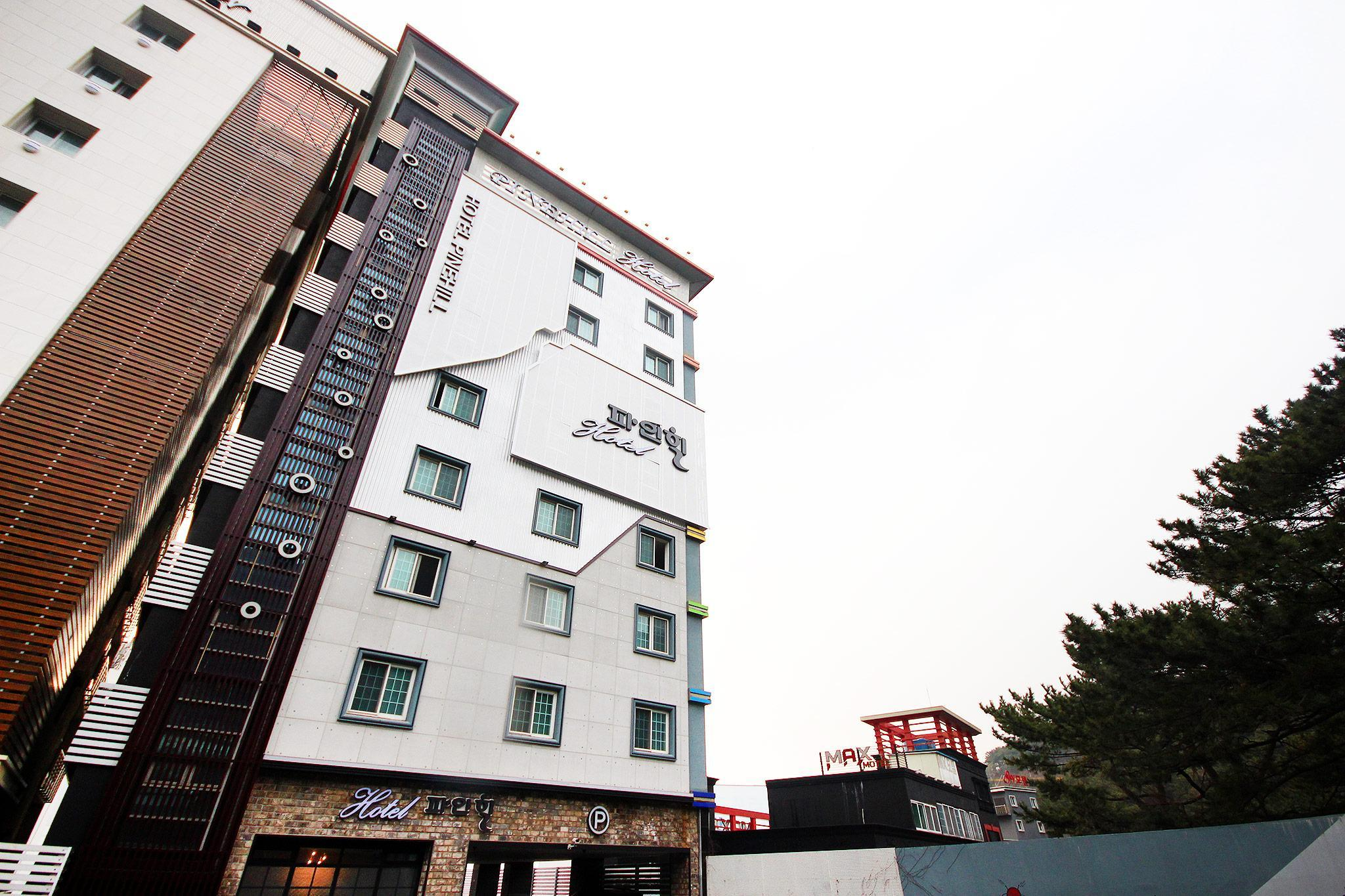 Songdo Pinehill Hotel, Saha