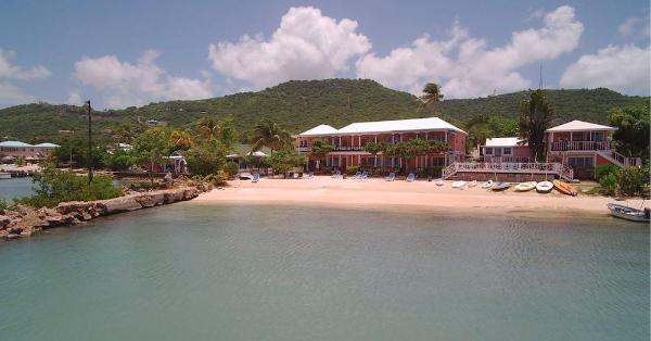 Catamaran Hotel Marina Falmouth