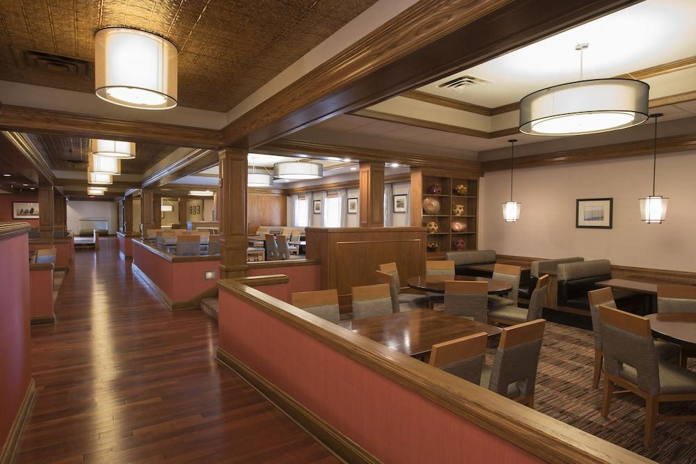 DOUBLETREE BY HILTON HOTEL GRAND RAPIDS AIRPORT, Kent