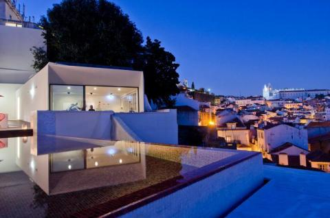 At Memmo Alfama – Design Hotel you'll enjoy a traditional Portuguese atmosphere with a high-end and welcoming structure.