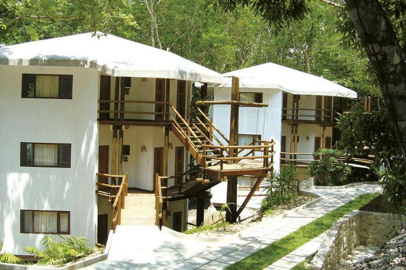 Villa Maya, Flores