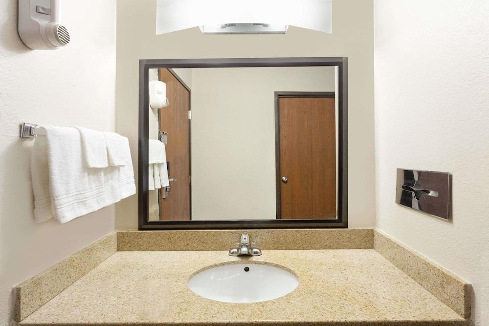 Baymont Inn & Suites - Beloit, Rock