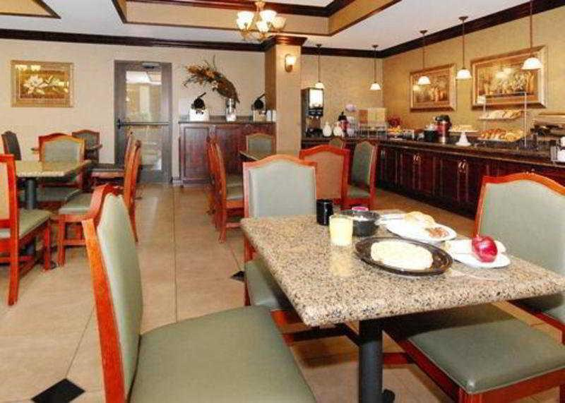 Holiday Inn Express & Suites Springfield-Medical D
