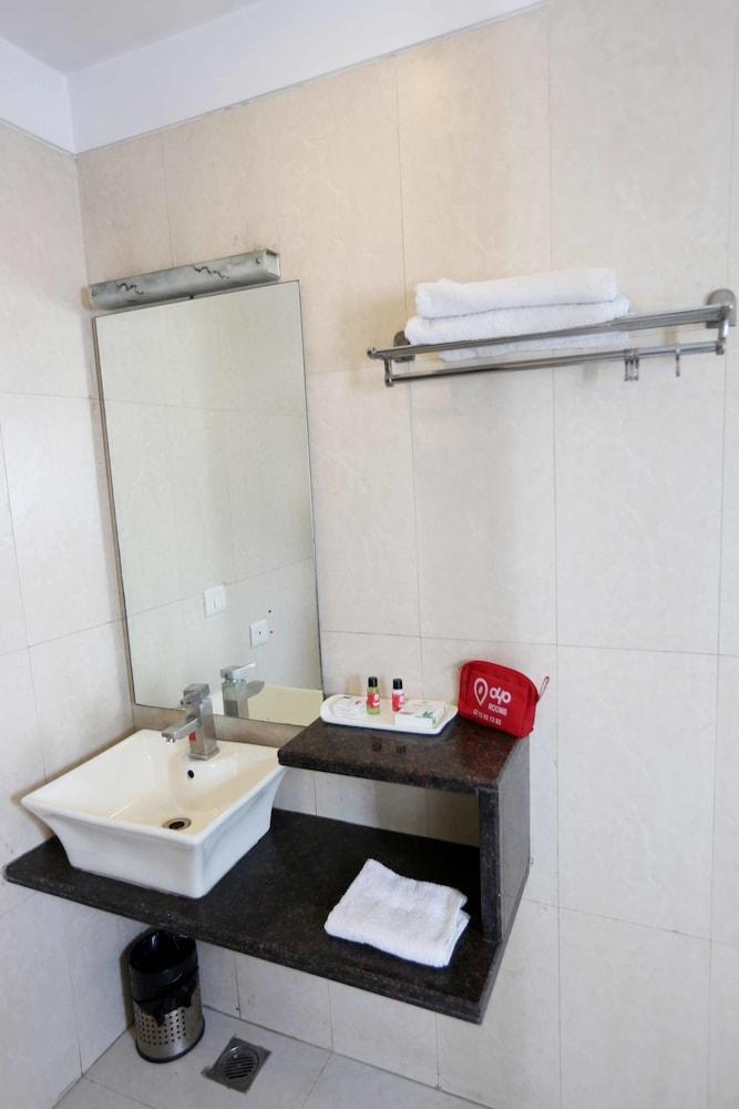 OYO 411 Hotel Relaxinn, West