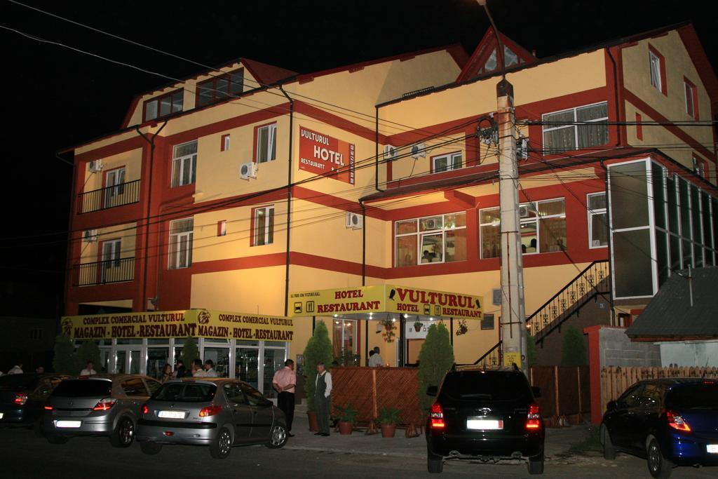 Hotel Vulturul, Bradu