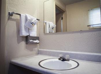 Hiawatha Motel, Delta