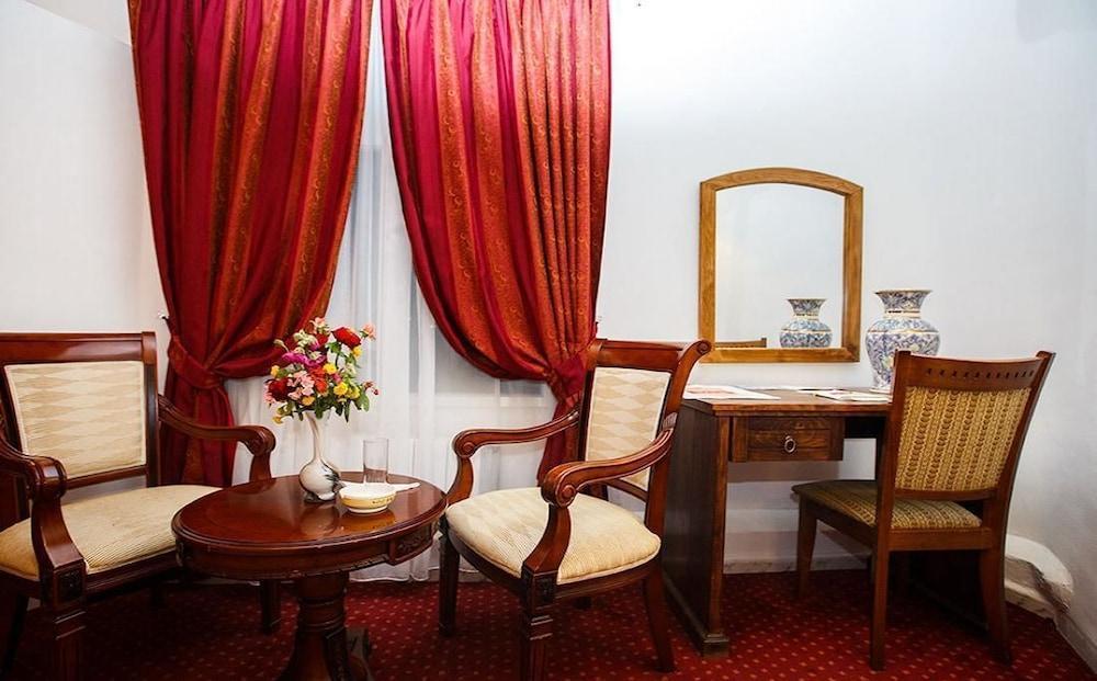 Hotel Kerdada, Bou Saada
