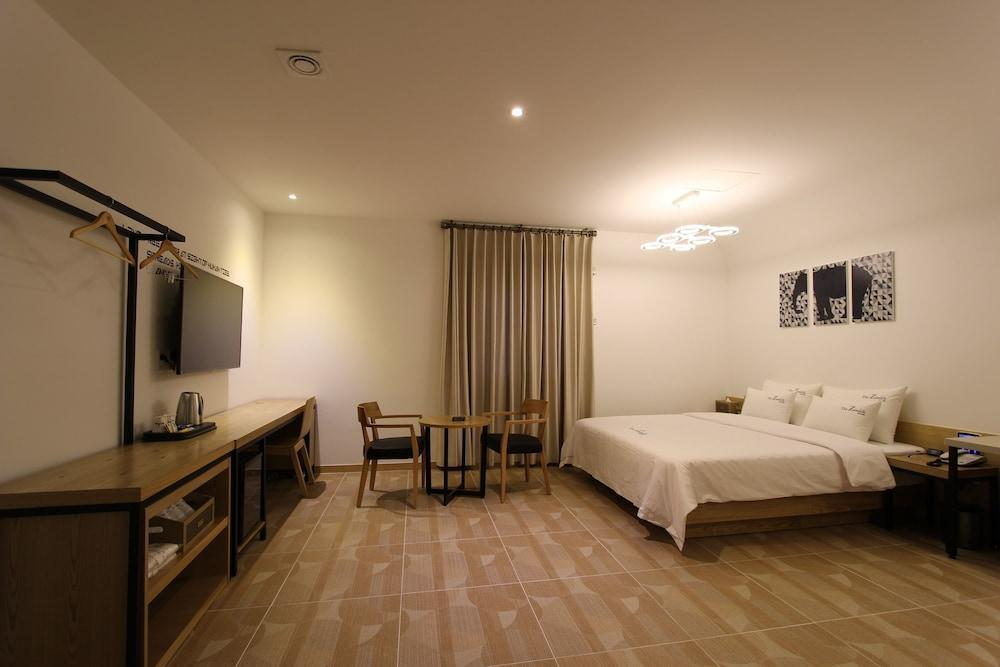 The Zenith Hotel, Gimhae