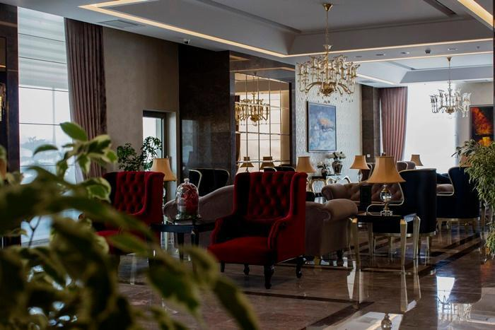Kaya Hotel, Heris
