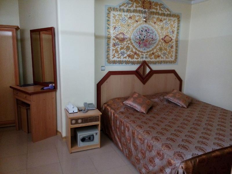 Pars Hotel, Tiran and Karvan