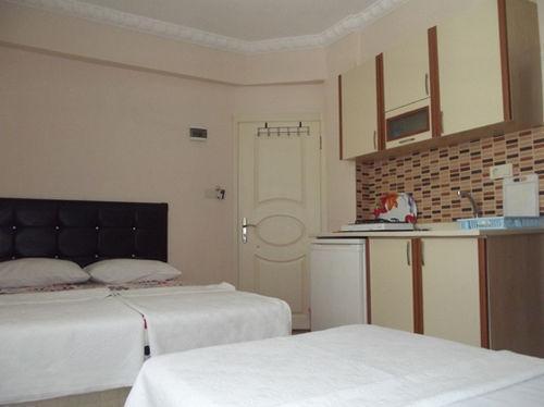 Cane Motel, Marmara