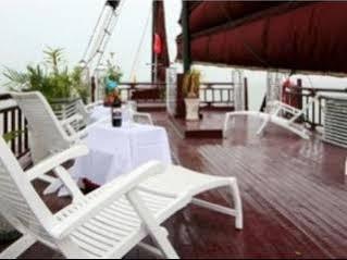 Halong Dolphin Cruise, Hạ Long
