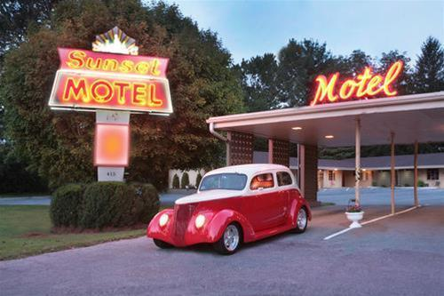 The Sunset Motel, Transylvania
